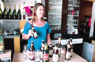 Empresária Vivian Maia diz que o estoque de bebidas já foi refo rçado para que não falte produtos