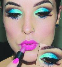 Uma das opções é investir nas maquiagens em 3D e HD, apostando nos tons azul, rosa, verde e laranja