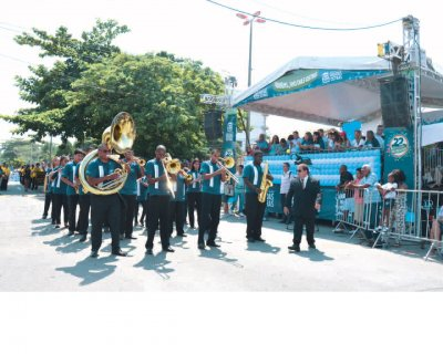 Desfile cívico aconteceu nesta quinta-feira, dia 10, e atraiu cerca de 20 mil pessoas
