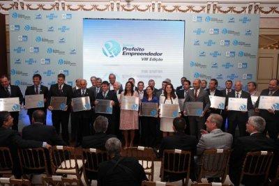 Premiação reconhece iniciativas de desenvolvimento que tenham como base o estímulo às empresas