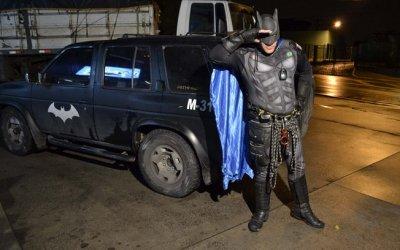 Batman recuperou o celular roubado em uma padaria /Foto : Edu Silva/Futura Press