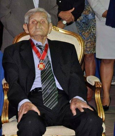 Dodozinho com a medalha Barão de Barcelos