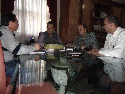 Representantes dos dois comitês convidaram o prefeito Rogério Cabral para presidir o evento