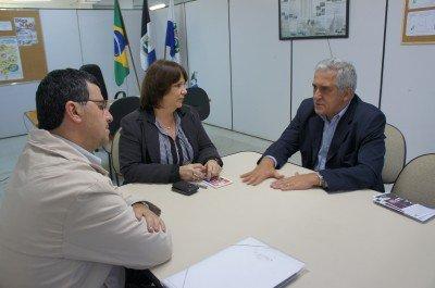 Vereador Alexandre Cruz, secretária municipal de Educação, professora Tânia Trilha e o deputado Comte Bittencourt