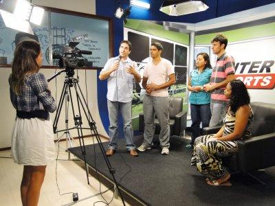 Ilha de edição e laboratório de TV, para uso dos alunos do curso de Comunicação Social, um dos que estão com inscrições abertas.