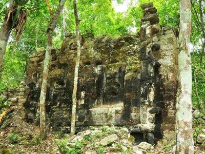 Ruínas de uma antiga cidade maia encontrada em Lagunita, no México