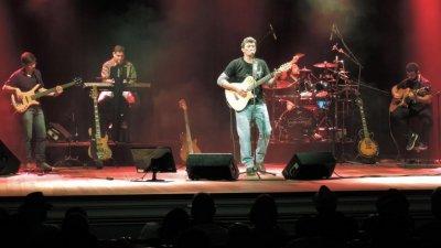 O cantor, compositor e poeta Valber procura proporcionar uma viagem interior por meio do seu show.