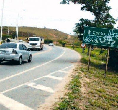 Na altura do bairro Engenho da Praia, motoristas em sua maioria, não obedecem à sinalização