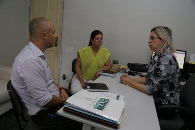 Secretária de Trabalho e Renda de Casimiro de Abreu, Alessandra Teófilo, recebeu representantes de Rio Bonito nesta seman