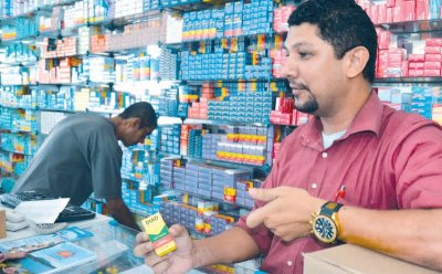 De acordo com atendente de farmácia, Roberto Ferreira, 70% das pessoas que procuram pela pílula são meninas de 13 a 17 anos