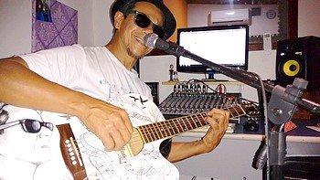 O músico Tatá Costa sobe ao palco do Teatro Popular a partir das 20h30 desta quinta-feira, dia 4