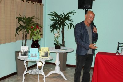 Professor Marcelo Fernandes da Costa, da FSMA, autor e organizador de uma das obras lançadas.
