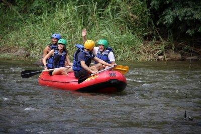 Aventura de rafting é uma da atrações