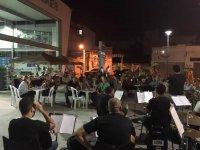 Ben� L� traz samba-choro e capoeira ao Mercado de Peixes