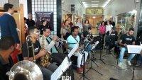OPM toca autores famosos na Pra�a das Artes e atrai p�blico