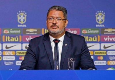 Treinador da Seleção Olímpica mostrou falta de coragem e ambição e apenas repetiu as alterações que não deram resultado na última partida