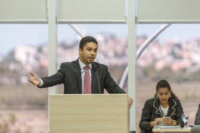 Marcel assume função de líder do bloco de oposição