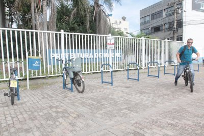O objetivo da instalação dos equipmentos é proporcionar locais adequados para os ciclistas deixarem suas bicicletas em segurança