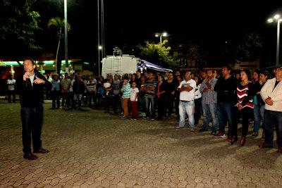 O evento ocorreu ao lado do abrigo temporário, na Praça Washington Luiz