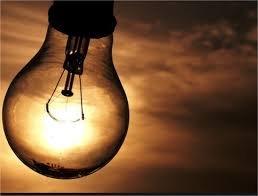 Distribuidora de energia troca até 20 geladeiras eficientes para comunidade, além de lâmpadas econômicas;