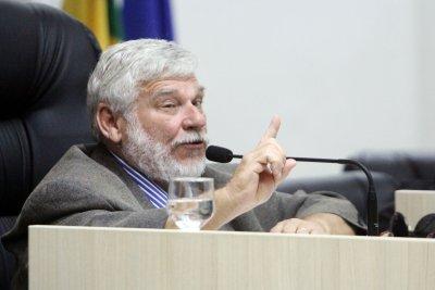 A votação aconteceu nesta quarta-feira (9), com 15 votos favoráveis e dois contrários, do presidente Eduardo Cardoso (PPS) e de Marcel Silvano (PT).