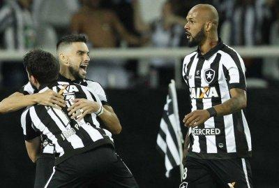 Botafogo voltou a vencer o Nacional e avançou na Libertadores
