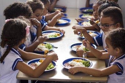 Hoje, Macaé oferece diariamente café da manhã (desjejum), almoço, lanche da tarde e jantar para os estudantes do turno da noite