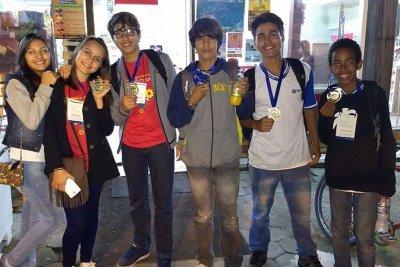 Os jovens-cientistas participaram de desafios com protótipos criados para soluções de resgate, tema da olimpíada deste ano