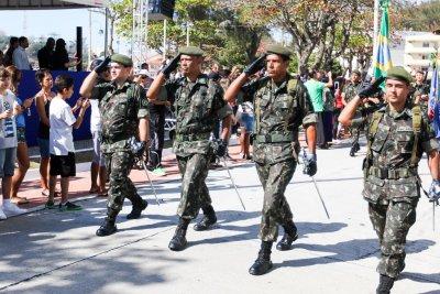 Marinha do Brasil, Exército, Corpo de Bombeiros, Defesa Civil, entre outros, integraram o desfile cívico