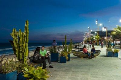 O município é reconhecido por belezas naturais como o Pico do Frade, Arquipélago de Santana, Lagoa de Imboassica, e as praias dos Cavaleiros e do Pecado