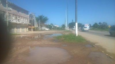 Trecho da Rodovia Amaral Peixoto próximo ao Praia do Coco - Macaé (foto: autor)
