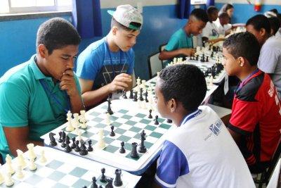 A rede segue a lei municipal 2.891/07, que institui a prática de xadrez nas escolas em prol do desenvolvimento integral do aluno