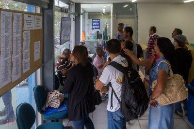 Os interessados podem ir direto à Central do Trabalhador, na Rodovia Amaral Peixoto, s/n, em frente ao Estádio Cláudio Moacyr,