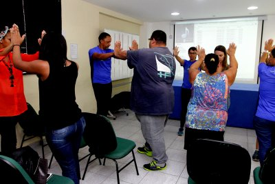 O atendimento é feito por uma equipe multidisciplinar composta por nutricionista, psicólogo e fisioterapeuta