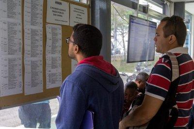O atendimento é gratuito e os interessados podem ir direto à Central do Trabalhador, na rodovia Amaral Peixoto, s/n, em frente ao Estádio Cláudio Moacyr