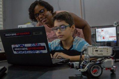 O programa Turma da Robótica é exibido às quintas, às 20h30, com reapresentações às sextas 00h30, sábado 9h30 e segunda às 7h30