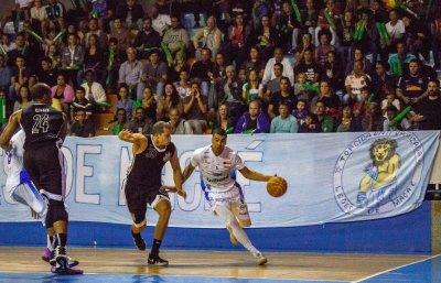 Empurrado pela torcida, Macaé Basquete vence Corinthians em jogo emocionante  Com direito a prorrogação