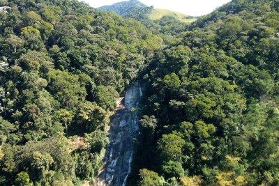 O Parque Atalaia está localizado a 27 quilômetros do Centro de Macaé, com 99% de Mata Atlântica preservada
