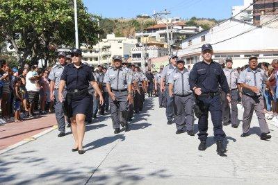 avenida Elias Agostinho recebeu crianças, jovens, adultos, representantes das escolas e uma multidão que prestigiou a anual programação comemorativa