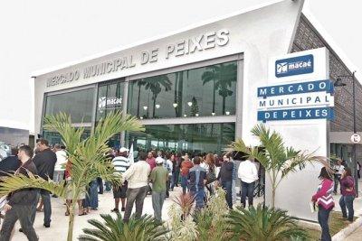 Mercado de peixes em reforma. Faltou o Poliesportivo, Estadio Claudio Moacir, Parque da cidade...