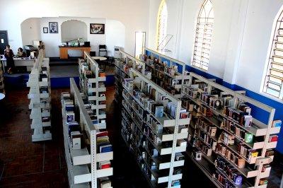 Quem deseja praticar, em Macaé, a Biblioteca Municipal fica na Rua Teixeira de Gouveia, 641, antiga Igreja Batista