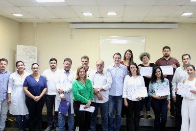 A entrega dos certificados foi feita no auditório do Centro de Estudos do Hospital Público Municipal (HPM)