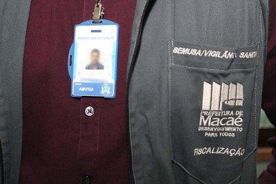 As equipes da Covisa se apresentam devidamente identificadas, com crachá e carteira funcional