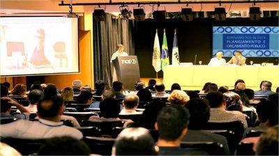 O evento contou com quatro palestras e debates