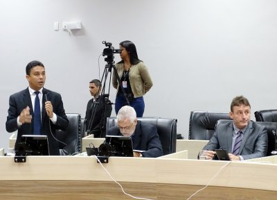 Marcel Silvano (PT), Marvel Maillet (Rede), Maxwell Vaz (SD) e Robson Oliveira (PSDB) buscavam uma posição oficial diante dos atrasos e promessas