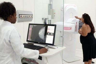 O mamógrafo digital trabalha com menos carga de radiação, não polui - a revelação é digital
