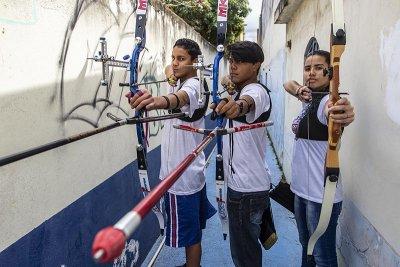 Os atletas de diferentes bairros da cidade contam com a torcida dos macaenses, em casa