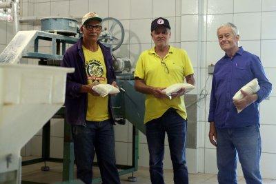 A fábrica é mantida pela prefeitura e voltou a funcionar, reequipada, em agosto, com objetivo de fomentar e incentivar a economia rural