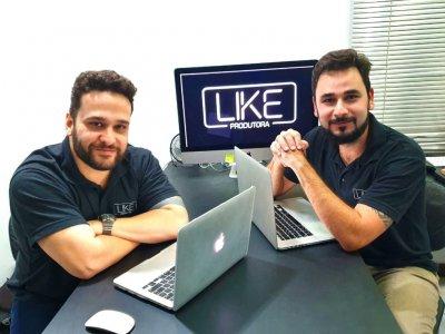Os músicos Léo Filippone e Paulinho Moreira, da Like Produtora, realizam o