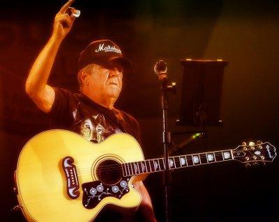 O músico propõe uma viajem no tempo e uma homenagem às grandes vozes do Blues
